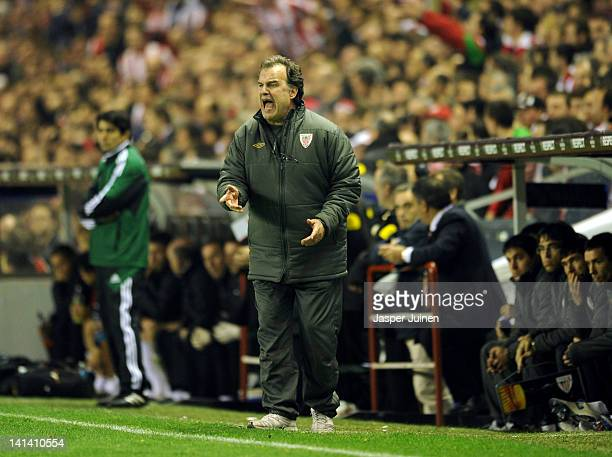 Head coach Marcelo Bielsa of Athletic Bilbao reacts during the UEFA Europa League Round 16 second Leg match between Athletic Bilbao and Manchester...
