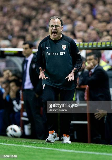 Head coach Marcelo Bielsa of Athletic Club reacts during the la Liga match between Athletic Club and Real Madrid CF at San Mames Stadium on April 14...