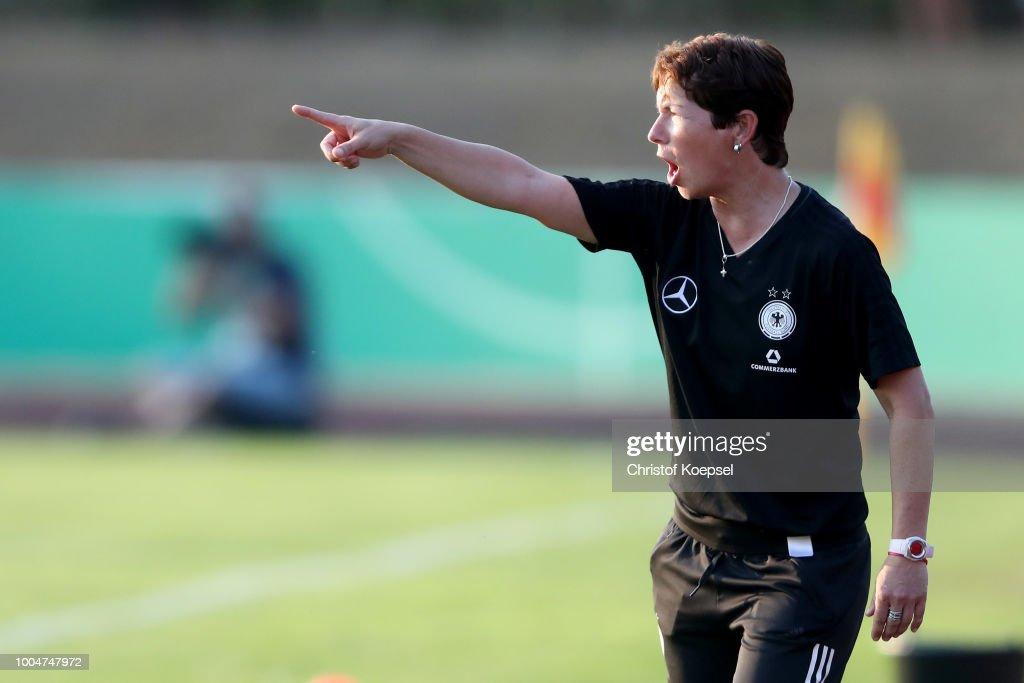 Germany U20 Girl's v Netherlands U20 Girl's : News Photo