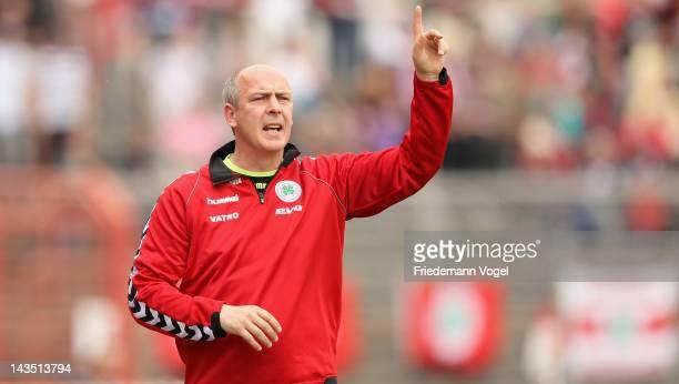 Head coach Mario Basler of Oberhausen gives advise during the Third League match between RW Oberhausen and Jahn Regensburg at the Niederrhein Stadium...