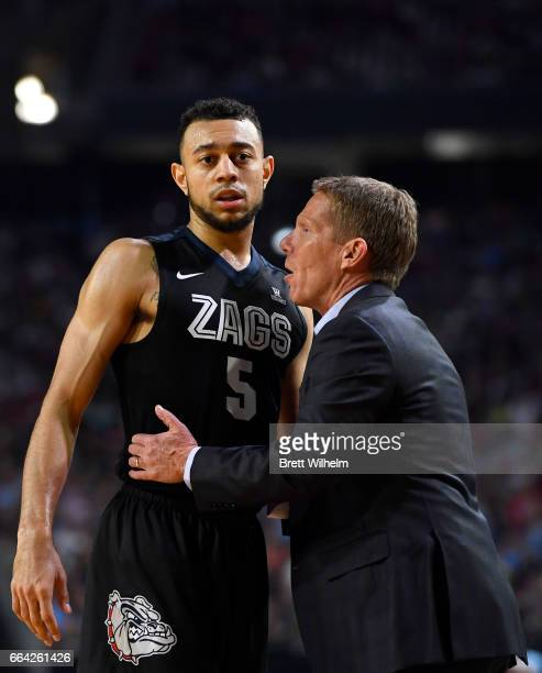 Head coach Mark Few of the Gonzaga Bulldogs speaks to Nigel WilliamsGoss during the 2017 NCAA Photos via Getty Images Men's Final Four National...