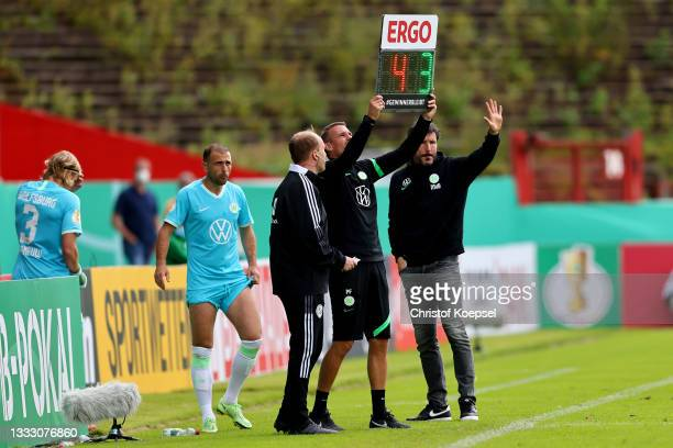 Head coach Mark van Bommel of Wolfsburg changes player Admir Mehmedi and Sebastiaan Bornauw during the DFB Cup first round match between Preußen...
