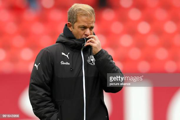 Head coach Markus Anfang of Kiel can be seen before the 2 German Bundesliga match between 1 FC Nuremberg and Holstein Kiel at the Max Morlock Stadium...