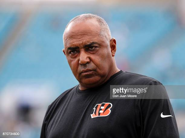 Head Coach Marvin Lewis of the Cincinnati Bengals during the game against the Jacksonville Jaguars at EverBank Field on November 5 2017 in...