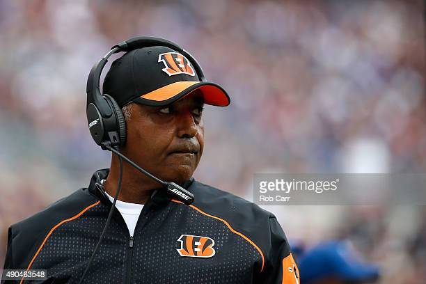 Head coach Marvin Lewis of the Cincinnati Bengals looks on from the sidelines against the Baltimore Ravens at MT Bank Stadium on September 27 2015 in...