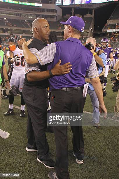 Head Coach Marvin Lewis of the Cincinnati Bengals shares a moment with Head Coach Mike Zimmer of the Minnesota Vikings after their game at Paul Brown...