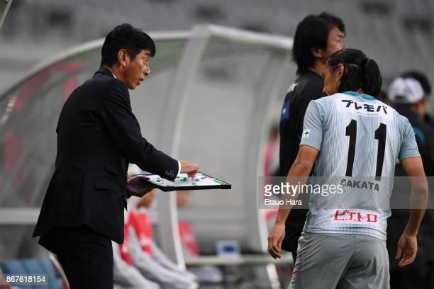 Head coach Masami Ihara of Avispa Fukuoka gives instruction during the JLeague J2 match between Tokyo Verdy and Avispa Fukuoka at Ajinomoto Stadium...
