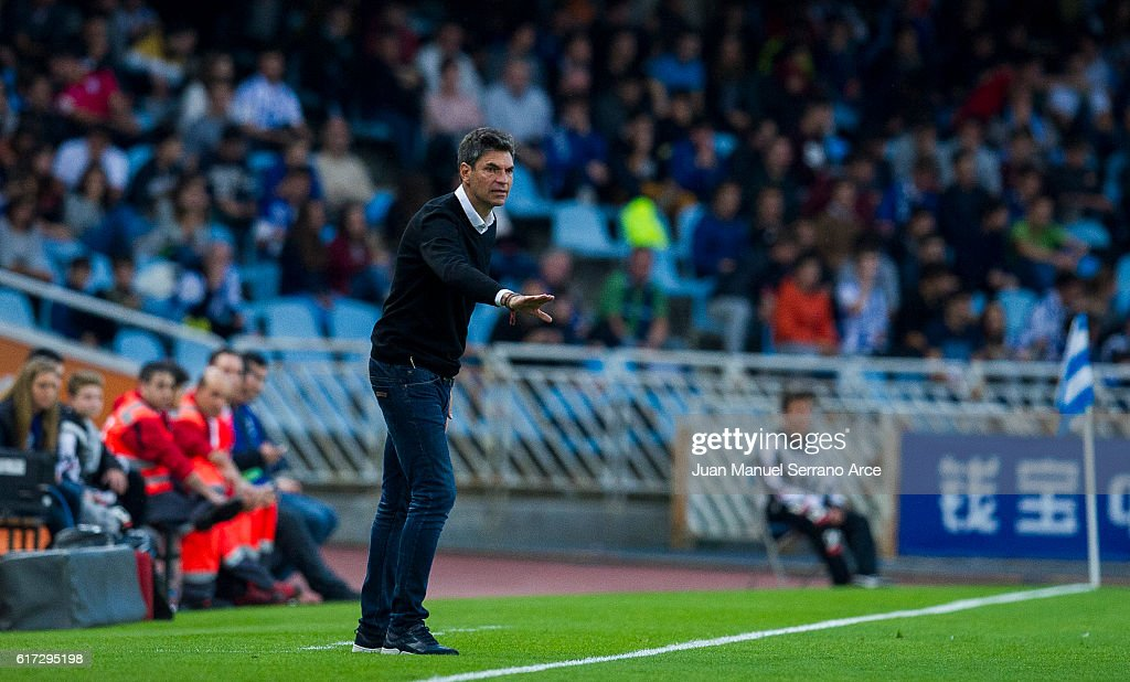 Head coach Mauricio Pellegrino of Deportivo Alaves reacts during the La Liga match between Real Sociedad de Futbol and Deportivo Alaves at Estadio Anoeta on October 22, 2016 in San Sebastian, Spain.