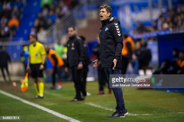 Head coach Mauricio Pellegrino of Deportivo Alaves reacts during the La Liga match between Deportivo Alaves and Sevilla FC at Mendizorroza stadium on...