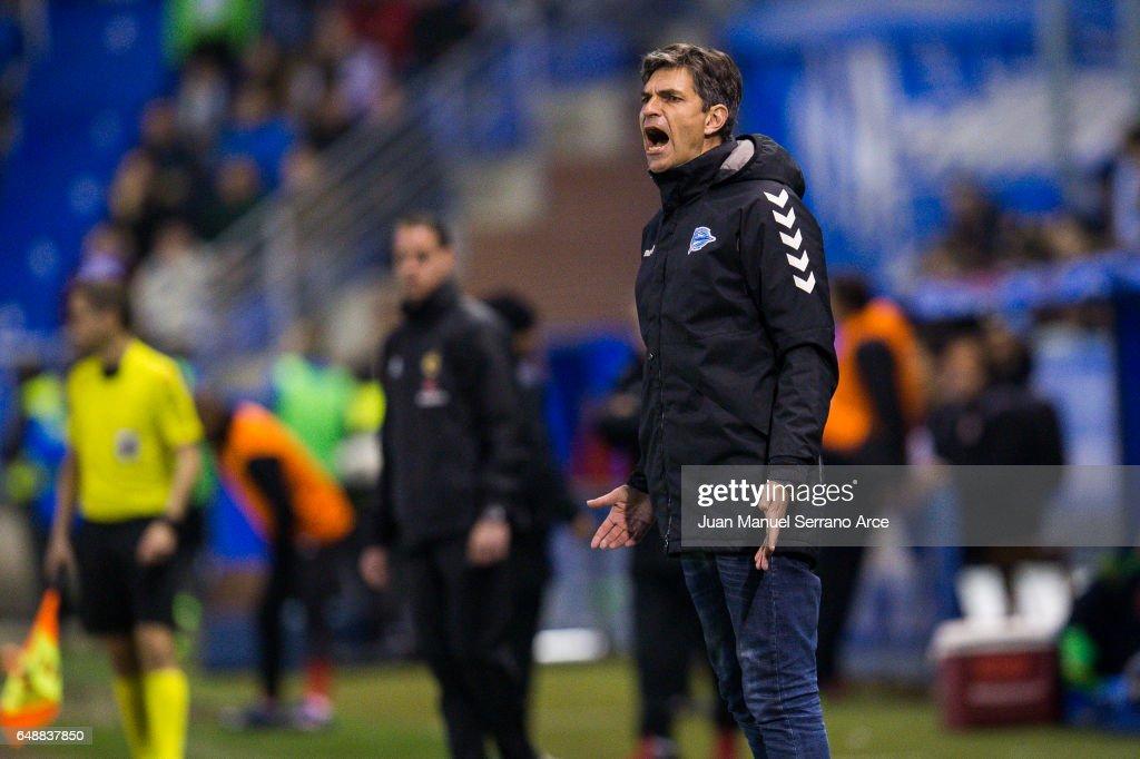Deportivo Alaves v Sevilla FC - La Liga