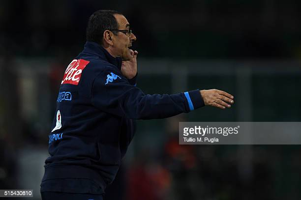 Head coach Maurizio Sarri of Napoli issues instructions during the Serie A match between US Citta di Palermo and SSC Napoli at Stadio Renzo Barbera...
