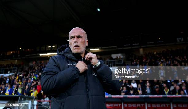 Head coach Henrik Pedersen of Eintracht Braunschweig looks on during the 3 Liga match between Eintracht Braunschweig and 1 FC Kaiserslautern at...