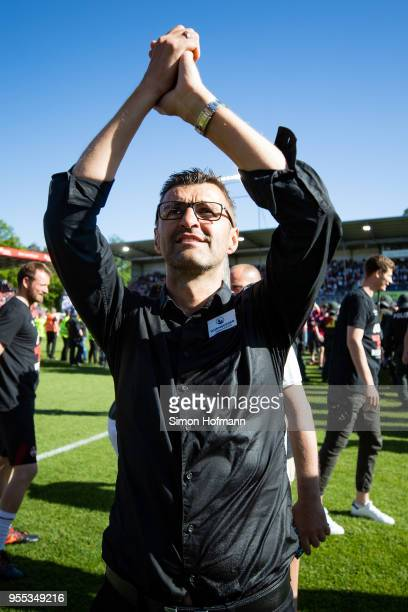 Head coach Michael Koellner of Nuernberg celebrates winning after the Second Bundesliga match between SV Sandhausen and 1. FC Nuernberg at...