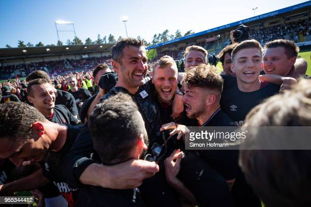 Head coach Michael Koellner of Nuernberg celebrates winning with his team mates after the Second Bundesliga match between SV Sandhausen and 1. FC...