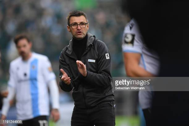 Head coach Michael Koellner of TSV 1860 Muenchen gives his team instructions during the 3. Liga match between SpVgg Unterhaching and TSV 1860...