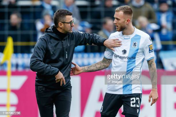 Head coach Michael Koellner of TSV 1860 Muenchen, Nicholas Helmbrecht of TSV 1860 Muenchen discussion during the 3. Liga match between TSV 1860...