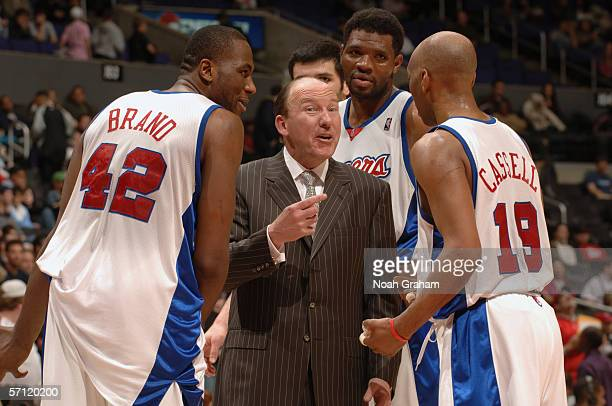 Head coach Mike Dunleavy Sr of the Los Angeles Clippers talks with his teammates Elton Brand Sam Cassell and Walter McCarty during the game against...