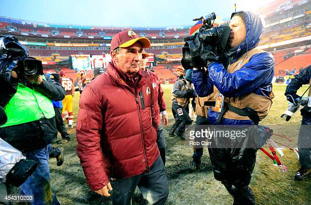Head coach Mike Shanahan of the Washington Redskins walks off the field following the Redskins 4510 loss to the Kansas City Chiefs at FedExField on...