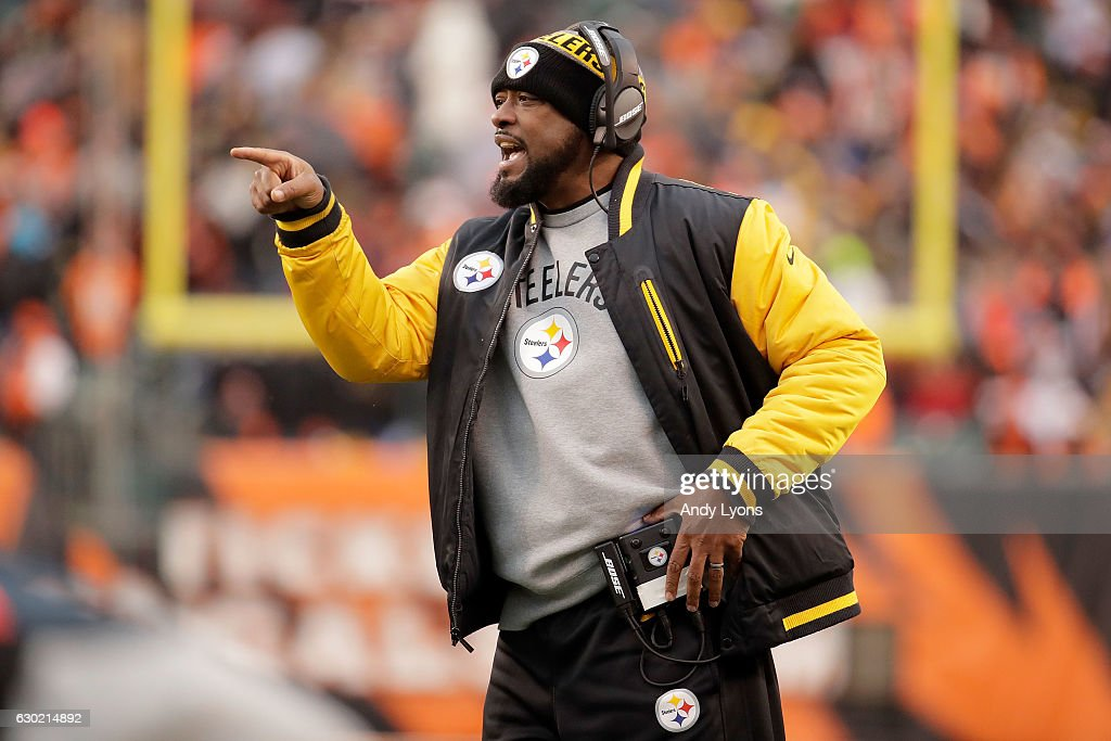 Head Coach Mike Tomlin of the Pittsburgh Steelers calls out to his players during the fourth quarter of the game against the Cincinnati Bengals at Paul Brown Stadium on December 18, 2016 in Cincinnati, Ohio. Pittsburgh defeated Cincinnati 24-20.