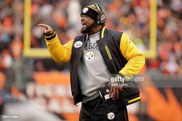 Head Coach Mike Tomlin of the Pittsburgh Steelers calls out to his players during the fourth quarter of the game against the Cincinnati Bengals at...