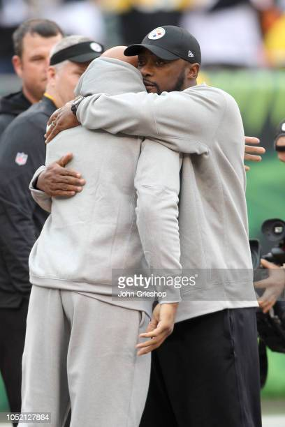 Head coach Mike Tomlin of the Pittsburgh Steelers hugs Ryan Shazier prior to the start of the game against the Cincinnati Bengals at Paul Brown...