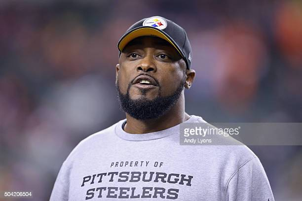 Head coach Mike Tomlin of the Pittsburgh Steelers reacts on the field prior to the AFC Wild Card Playoff game against the Cincinnati Bengals at Paul...
