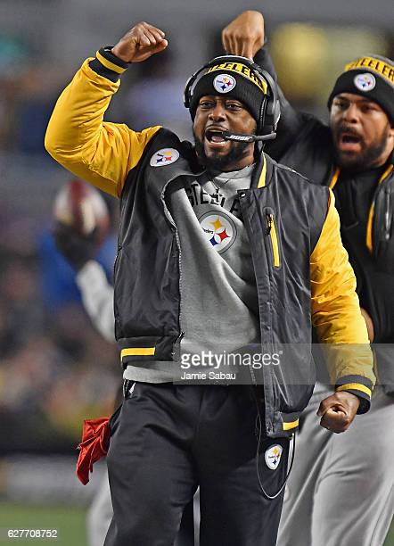 Head Coach Mike Tomlin of the Pittsburgh Steelers reacts to a play in the second half during the game against the New York Giants at Heinz Field on...