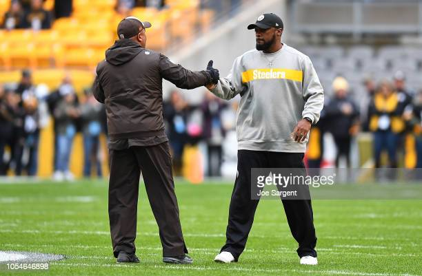 Head coach Mike Tomlin of the Pittsburgh Steelers shakes hands with head coach Hue Jackson of the Cleveland Browns before the game at Heinz Field on...