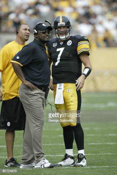 Head coach Mike Tomlin of the Pittsburgh Steelers talks with quarterback Ben Roethlisberger as injured quarterback Charlie Batch looks on during a...