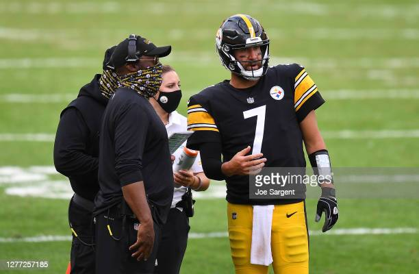 Head coach Mike Tomlin of the Pittsburgh Steelers talks with Ben Roethlisberger during the game against the Houston Texans at Heinz Field on...