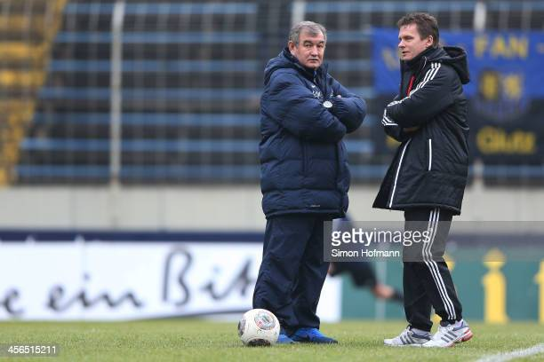 Head coach Milan Sasic of Saarbruecken talks with Head coach Karsten Neitzel of Kiel prior to the Third Bundesliga match between 1 FC Saarbruecken...