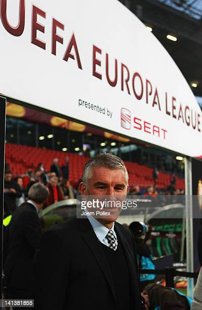Head coach Mirko Slomka of Hannover is seen prior to the UEFA Europa League second leg round of 16 match between Hannover 96 and Standard Liege at...