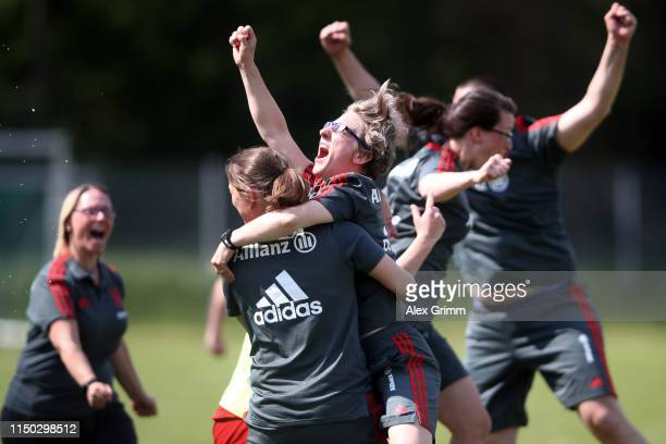Head coach Nathalie Bischof of Muenchen celebrate with the team after the 2 Frauen Bundesliga match between TSG 1899 Hoffenheim II and FC Bayern...