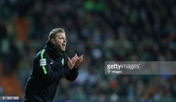 Head coach 'nFlorian Kohfeldt of Werder Bremen 'ngestures during the Bundesliga match between SV Werder Bremen and VfL Wolfsburg at Weserstadion on...