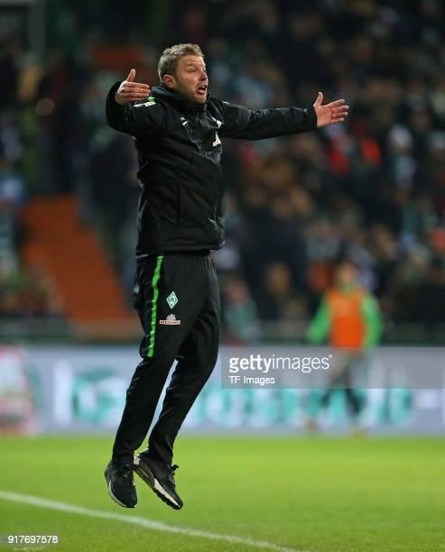 Head coach 'nFlorian Kohfeldt of Werder Bremen 'ngestures 'nduring the Bundesliga match between SV Werder Bremen and VfL Wolfsburg at Weserstadion on...