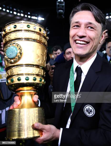 Head coach Nico Kovac celebrates with the trophy afte the DFB Cup final between Bayern Muenchen and Eintracht Frankfurt at Olympiastadion on May 19...