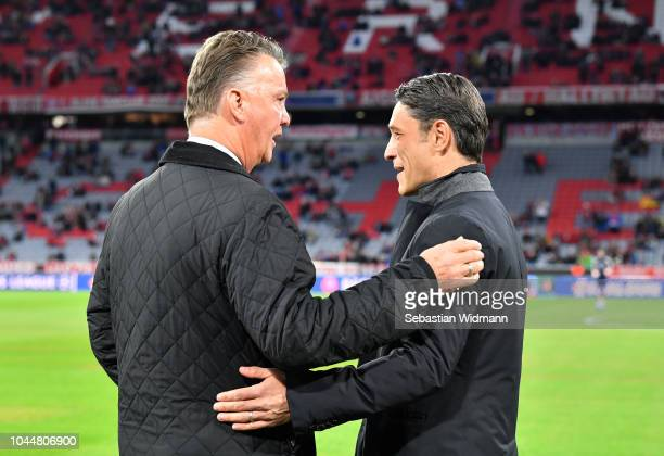 Head coach Niko Kovac of Bayern Muenchen and Louis van Gaal talk to each other prior to the Group E match of the UEFA Champions League between FC...