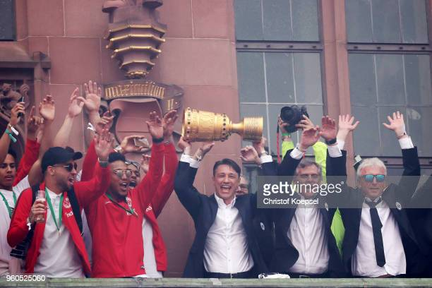 Head coach Niko Kovac of Frankfurt and his team celebrate winning the DFB Cup at the Roemer on May 20 2018 in Frankfurt am Main Germany