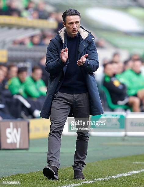 Head Coach Niko Kovac of Frankfurt applauded during the Bundesliga match between Borussia Moenchengladbach and Eintracht Frankfurt at BorussiaPark on...