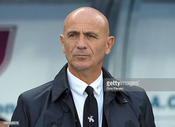 Head coach of AC Chievo Verona Giuseppe Sannino looks on during the Serie A match between AC Chievo Verona and Atalanta BC at Stadio Marc'Antonio...