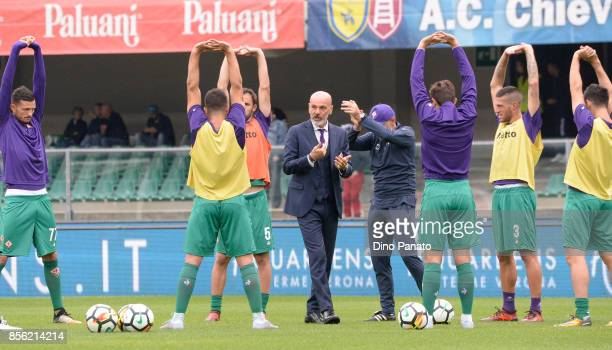 Head coach of ACF Fiorentina Stefano Pioli issues instructions as his players warmup a prior the Serie A match between AC Chievo Verona and ACF...