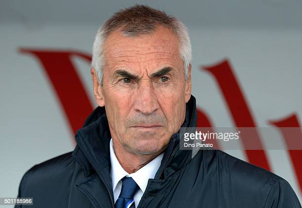 Head coach of Atalanta BC Edoardo Reja looks on during the Serie A match betweeen AC Chievo Verona and Atalanta BC at Stadio Marc'Antonio Bentegodi...