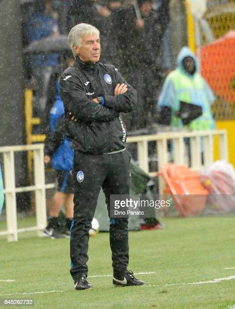 Head coach of Atalanta BC Gian Piero Gasperini looks on during the Serie A match between Atalanta BC and US Sassuolo at Stadio Atleti Azzurri...