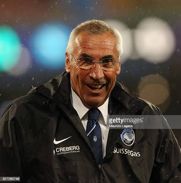 Head coach of Atalanta Edoardo Reja during the Serie A match between SSC Napoli and Atalanta BC at Stadio San Paolo on May 1 2016 in Naples Italy