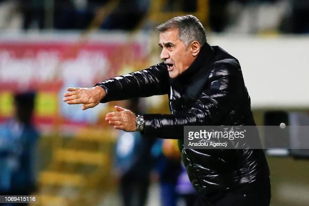 Head coach of Besiktas Senol Gunes gives tactics to his players during Turkish Super Lig match between Aytemiz Alanyaspor and Besiktas at Bahcesehir...
