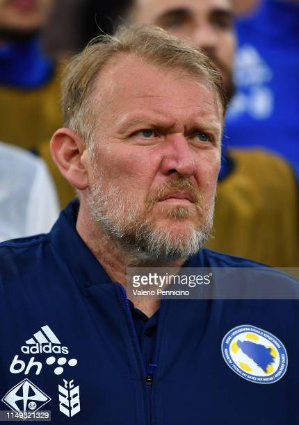 Head coach of Bosnia Robert Prosinecki looks on during the UEFA Euro 2020 Qualifier between Italy and Bosnia and Herzegovina at Juventus Stadium on...