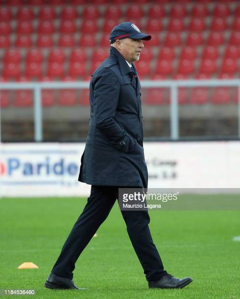 Head coach of Cagliari Rolando Maran looks on during the Serie A match between US Lecce and Cagliari Calcio at Stadio Via del Mare on November 25...