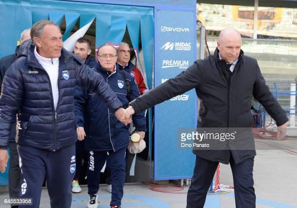Head coach of ChievoVerona Rolando Maran shakes hands with head coach of Pescara Calcio Zdenek Zeman of Pescara Calcio before the Serie A match...