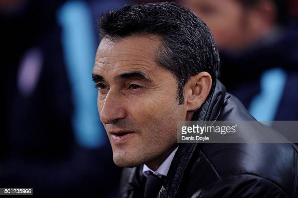 Head coach of Club Athletic Ernesto Valverde looks on during the La Liga match between Club Atletico de Madrid and Athletic Club at Vicente Calderon...