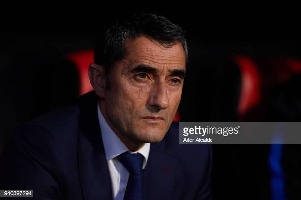 Head Coach of FC Barcelona Ernesto Valverde looks on the La Liga match between Sevilla CF and FC Barcelona at Estadio Ramon Sanchez Pizjuan on March...